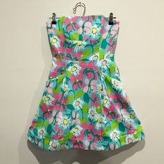 Lily Pulitzer Dress Strapless multi colored floral Lilly Pulitzer lined with pockets. Lilly Pulitzer Dresses Strapless