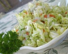 KFC Coleslaw - I love coleslaw! KFC and Chik-fil-A have the best store bought recipe in my opinion. Top Secret Recipes, Great Recipes, Favorite Recipes, Restaurant Dishes, Restaurant Recipes, Copycat Kfc Coleslaw, Cole Slaw, Side Dish Recipes, Gastronomia