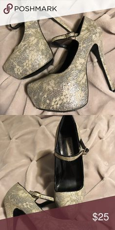 Steve Madden high heels Black and off white lace Steve Madden Shoes Heels