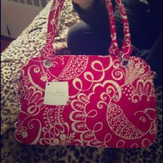 Brand new vera bradley bag! This is a brand new Vera Bradley bag that has never been worn and still has tags! Super cute! 100% Authentic Vera Bradley Bags