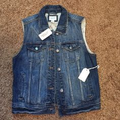 Forever 21 Jean Vest Brand new with tags. Never worn. Perfect for everyday looks! Less on Ⓜ️ Forever 21 Jackets & Coats Vests