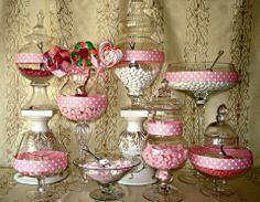 Pink and white candy bar for your #valentinesday #wedding!
