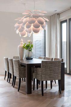 stoelen Rue 66 + lamp discoco + tafel Van Rossum