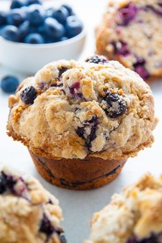 Moist and fluffy my homemade JUMBO Blueberry Crumb Muffins are even better than the ones from the bakery! Moist and fluffy my homemade JUMBO Blueberry Crumb Muffins are even better than the ones from the bakery! Blueberry Crumb Muffins, Blue Berry Muffins, Lemon Poppyseed Muffins, Muffin Recipes, Breakfast Recipes, Dessert Recipes, Food Recipes Summer, Jumbo Muffins, Muffin Bread