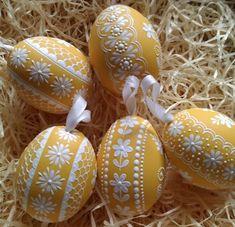 Něžné žluté kraslice / Zboží prodejce ZS-relief | Fler.cz Eastern Eggs, Types Of Eggs, Egg Shell Art, Easter Egg Dye, Ukrainian Easter Eggs, Faberge Eggs, Egg Art, Egg Decorating, Egg Shells