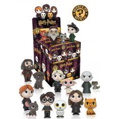 Pueden tocarte cualquiera de los personajes de la película: Harry, Ron, Hermione, Voldemort, Dumbledore...cualquiera puede venir en tu caja!! Son figuras de vinilo de gran calidad, pintadas a mano y con unos detalles asombrosos a pesar de sus solo 6 cm de tamaño. - 8,90 euros