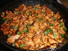 Crock pot spicy cashew chicken, similar to cheesecake factory,.first off its not in a crock pot and second it is one of the best things I have made for dinner! Asian Recipes, Great Recipes, Dinner Recipes, Favorite Recipes, Family Recipes, Easy Recipes, I Love Food, Good Food, Yummy Food