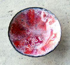 Red bubble enamel bowl.