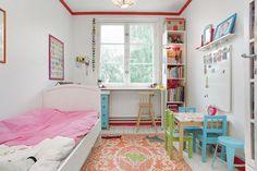 Sinnvolle Nutzung der Ecke eines kleinen Kinderzimmers