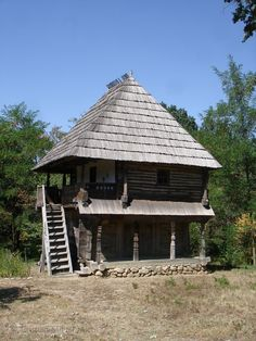 Case româneşti tradiţionale - Căutare Google Vernacular Architecture, European House, Moldova, Good House, 16th Century, Country Living, Romania, House Design, Traditional