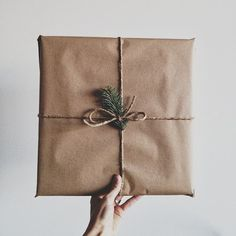 christmas wrapping brown paper with tag and leaf Noel Christmas, Winter Christmas, Christmas Gifts, Christmas Decorations, Simple Christmas, Holiday Decorating, Winter Holidays, Happy Holidays, Holiday Gift Guide