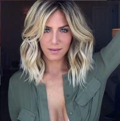 Long bob hairstyles are one of the simplest ways to be trendy & still not cut your hair too short. Here is the list of top 10 most famous long bob hair looks. Long Bob Haircuts, Long Bob Hairstyles, Summer Hairstyles, Hairstyles 2016, Styling Long Bob, Different Blond, Medium Hair Styles, Short Hair Styles, Bob Styles