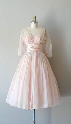 Une robe de mariée Fifties rose