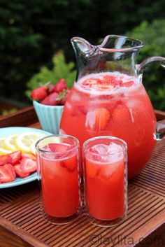 Strawberry lemonade using a blender. Looks yummy :)  Can also be a Limeade instead. Party Drinks, Cocktail Drinks, Cold Drinks, Non Alcoholic Drinks, Refreshing Drinks, Fun Drinks, Yummy Drinks, Pink Punch Recipe Non Alcoholic, Homemade Strawberry Lemonade