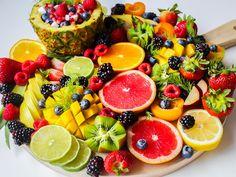 Jugos naturales saludables en Bogotá. Clean Meal Plan, Fruit Benefits, Health Benefits, Healthy Groceries, Healthy Snacks, Healthy Recipes, Juice Recipes, Stay Healthy, Nutrition