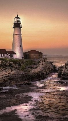 Solve Portland Head Light, Cape Elizabet, Maine, USA jigsaw puzzle online with 84 pieces Lighthouse Painting, Lighthouse Pictures, Nature Pictures, Belle Photo, Pretty Pictures, Beautiful Landscapes, Nature Photography, Beautiful Places, Scenery