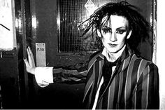 Boy George working at The Blitz Club in London, ground zero for the early Club Kid scene. Boy George, Romantic Goth, Romantic Fashion, Blitz Kids, Gothic People, Goth Glam, Stranger Things Steve, The Blitz, Artists