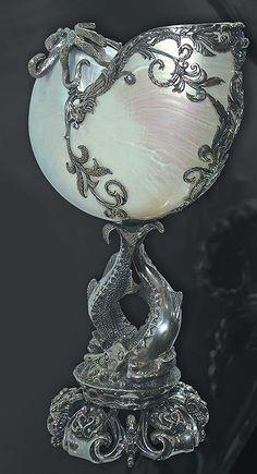 Art nouveau nautilus shell in silver by echkbet by ophelia Concha Nautilus, Nautilus Shell, Art Nouveau, Hildesheimer Rose, Arte Art Deco, Jugendstil Design, Creation Art, Art Moderne, Shell Art
