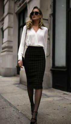 40 Classy Business Outfits for Women You Must Try 2019 Lass dich inspirieren: Business Outfit Damen The post 40 Classy Business Outfits for Women You Must Try 2019 appeared first on Outfit Diy. Classy Business Outfits, Business Outfit Damen, Stylish Work Outfits, Winter Outfits For Work, Work Casual, Business Professional Outfits, Business Dresses, Winter Office Outfit, Winter Work Dress