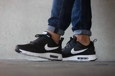 c07a668a2e $21 Nike on | Women Nike | Sneakers nike, Nike tavas, Nike Air Max