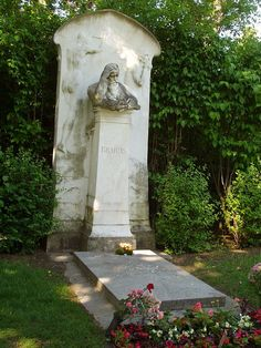 Grave of Johannes Brahms, composer, Zentralfriedhof (Central Cemetery), Vienna, Austria. Wikipedia, the free encyclopedia