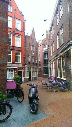 Lovely alley in Amsterdam! Nieuwerzijds Kolk