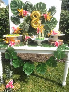 aloha party What's peppy, fun and a tropical treat? Why it's this Party Like a Pineapple Birthday Party featured here at Kara's Party Ideas. Aloha Party, Luau Theme Party, Hawaiian Luau Party, Hawaiian Birthday, Luau Birthday, Tiki Party, Cuban Party Theme, Birthday Ideas, 25th Birthday