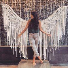 Macrame angel 👼 is taking us to a whole new level! Macrame Design, Macrame Art, Macrame Projects, Macrame Knots, Macrame Wall Hanging Patterns, Macrame Patterns, Schönheitssalon Design, Boho Chic, Macrame Curtain