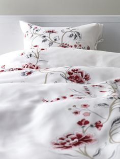 IKEA Quality furniture at affordable prices. Ikea Portugal, Cama Ikea, Ikea Interior, Ikea Usa, Window Bed, Sleeping All Day, Bedroom Bed, Master Bedroom, Quilt Cover