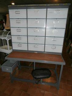 meuble de tri postal est en vente sur notre Brocante en ligne par jacky Plus de photos et contact à cette adresse : http://www.lesbrocanteurs.fr/annonce-antiquaire/meuble-de-tri-postal/