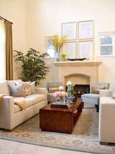 EYE-CATCHING COFFEE TABLE AND FIREPLACE IN NEUTRAL LIVING ROOM