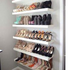 Organização Sapatos. Pode se fazer uma porta de correr para não pegar poeira. Se der para aproveitar espaços atrás de portas melhor ainda!