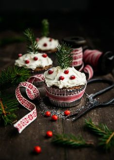 50 DIY Christmas Decorations Easy and Cheap food photography 50 DIY Christmas Decorations Easy and Cheap Christmas Coffee, Christmas Mood, Noel Christmas, Christmas Baking, Christmas Christmas, Xmas, 50 Diy Christmas Decorations, Christmas Food Photography, Cupcake Photography