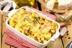 Traditional tartiflette Traditional tartiflette: A v . - Traditional tartiflette Traditional tartiflette: A real mountain dish as we lik - Easy Summer Meals, Summer Recipes, Pistolettes Recipe, Cabbage Recipes, Meatloaf Recipes, French Food, Pampered Chef, Spicy Recipes, Eat Right