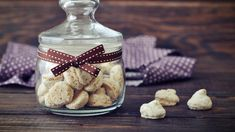 Symbolbild Amaretti im Glas. Food, Food Food, Recipies, Corning Glass, Essen, Meals, Yemek, Eten