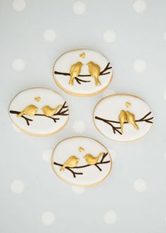 http://www.annatylercakes.co.uk/wp-content/uploads/Birds-on-Branch1.jpg