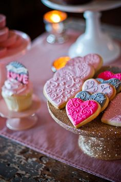 Preciosas galletas con forma de corazón / Lovely heart-shaped cookies