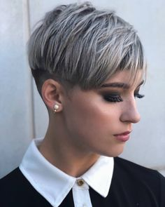 🙆🏼♀️🙆🏼♀️🙆🏼♀️ fast forwarding the aging process, but it's so pretty tho Cut by Fade by And makeup by… Short Grey Hair, Short Hair With Layers, Short Hair Cuts For Women, Layered Hair, Undercut Pixie Haircut, Androgynous Haircut, Pixie Hairstyles, 50 Hair, Hair Dos
