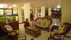 El Bosque es el lugar para los visitantes que buscan un hotel en el cual alejarse de todo y relajarse después de un día agotador, a la vez que disfrutar de todos los servicios ejecutivos y las instalaciones para reuniones u otras actividades profesionales.   Ubicado en uno de los parajes más verdes de La Habana, en el codiciado barrio Kohly, este hotel se distingue por su buen gusto. Asimismo, es íntimo y reservado, lo cual contribuye a que sea una propiedad tan especial.