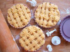 Nejlepší jablečný koláč - Avec Plaisir No Bake Pies, Whipped Cream, Apple Pie, Waffles, Pineapple, Berries, Food Porn, Sweet Home, Food And Drink