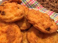 10 perces: Kanalas kolbászos-sajtos pogácsa Cheddar, Cookies, Desserts, Food, Candy, Crack Crackers, Tailgate Desserts, Deserts, Cheddar Cheese