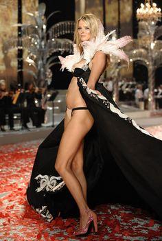 Lara Stone (The Netherlands) Carmen Kass, Fantasy Bra, Lara Stone, Vs Fashion Shows, Victoria Secret Fashion Show, Burlesque, Netherlands, Photo Galleries, Formal Dresses