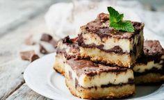 Brownies de chocolate y queso, capas de queso crema aromatizado a la vainilla con otras de chocolate ligeramente amargo, una delicia