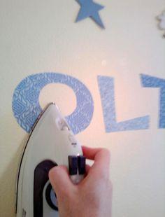 Stoffen letters maken met vlisofix er achter en op de muur strijken