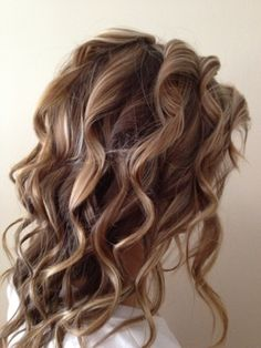 Hair By Kimberly: Summer Hair Tutorial: Beach Waves. I wish I had a friend who could do things like this to my hair, ugh I miss my stylist :/