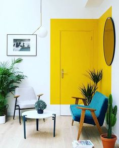 A unique paint trend that pops up again and again in cool interiors. House interior Paint Saint: A Unique Paint Trend That Pops Up Again and Again in Cool Interiors Decor Room, Living Room Decor, Diy Home Decor, Living Spaces, Home Decor Trends, Bedroom Decor, Decoration Inspiration, Decoration Design, Decor Ideas