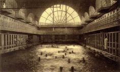 La Piscine-Musée d'Art et d'Industrie André Diligent, when it was a swimming pool