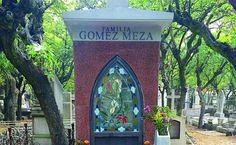 Convertidos en sitios de peregrinaje, este año las tumbas de 'Chespirito' y Joan Sebastian se suman a los mausoleos de cantantes y actores