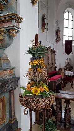 Church Flower Arrangements, Fall Arrangements, Altar Decorations, Flower Decorations, Flower Room Decor, Sunflower Centerpieces, Autumn Decorating, Seasonal Decor, Dried Flowers