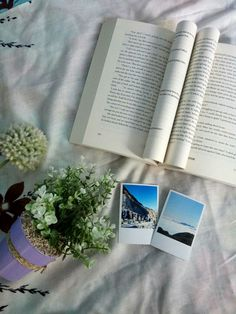 #bookstagram #bookstagramideas #lovelyflower #polaroidpicture #beautiful #unexpectedeverything